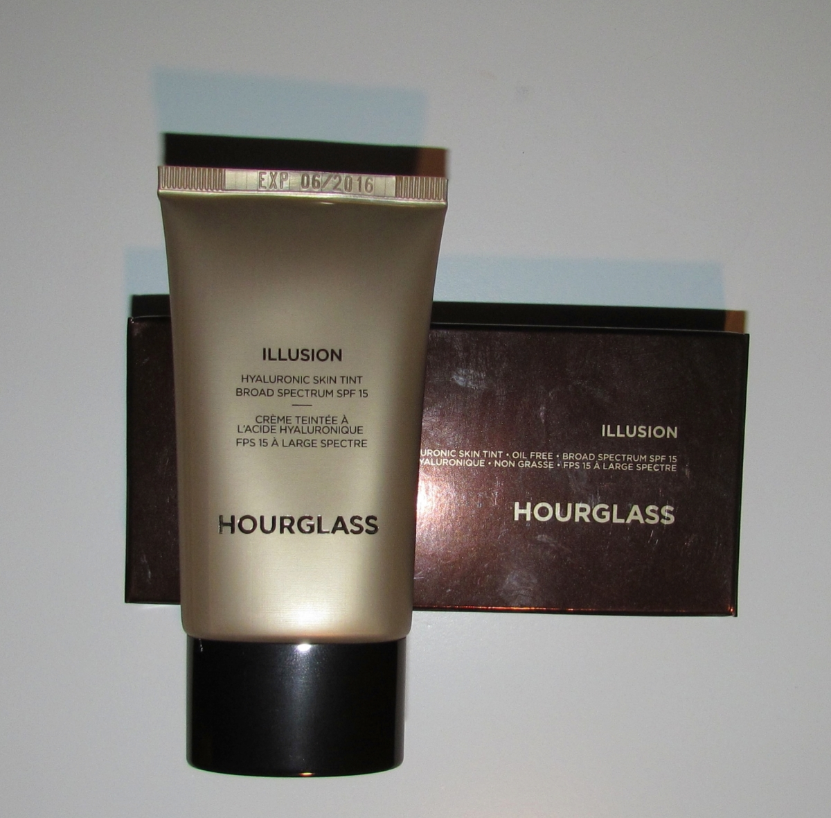 Hourglass Illusion Hyaluronic Skin Tint in Shell: Review